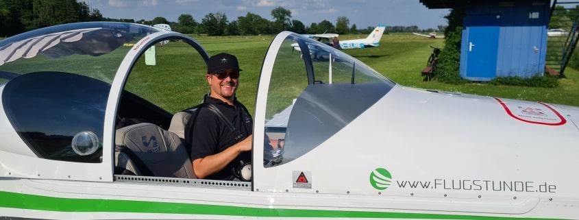 Steffen im Cockpit der Breezer - Flugstunde GmbH